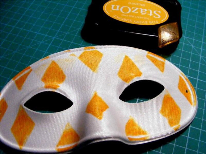 MASKS-STAMP-YELLOW-HARLEQUIN